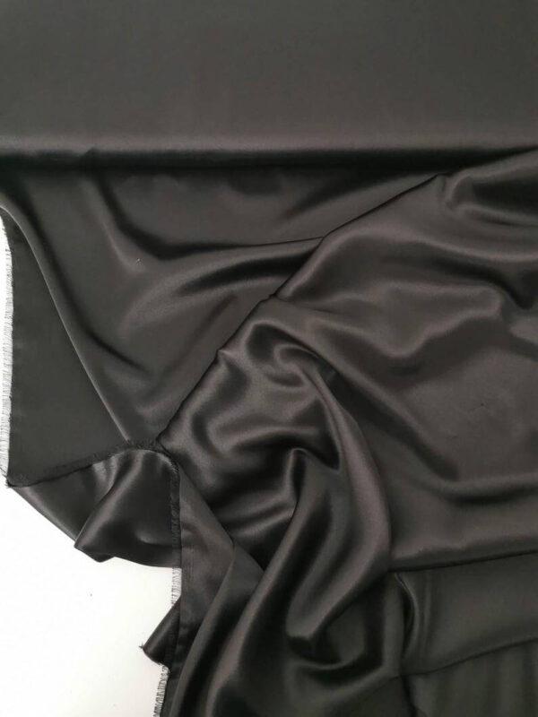 Tela de satén negra