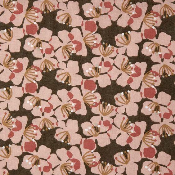 tela con caída de flores