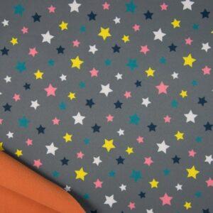 Softshell gris estampado estrellas