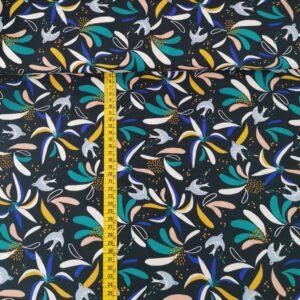Viscosa azul marino con pájaros y flores